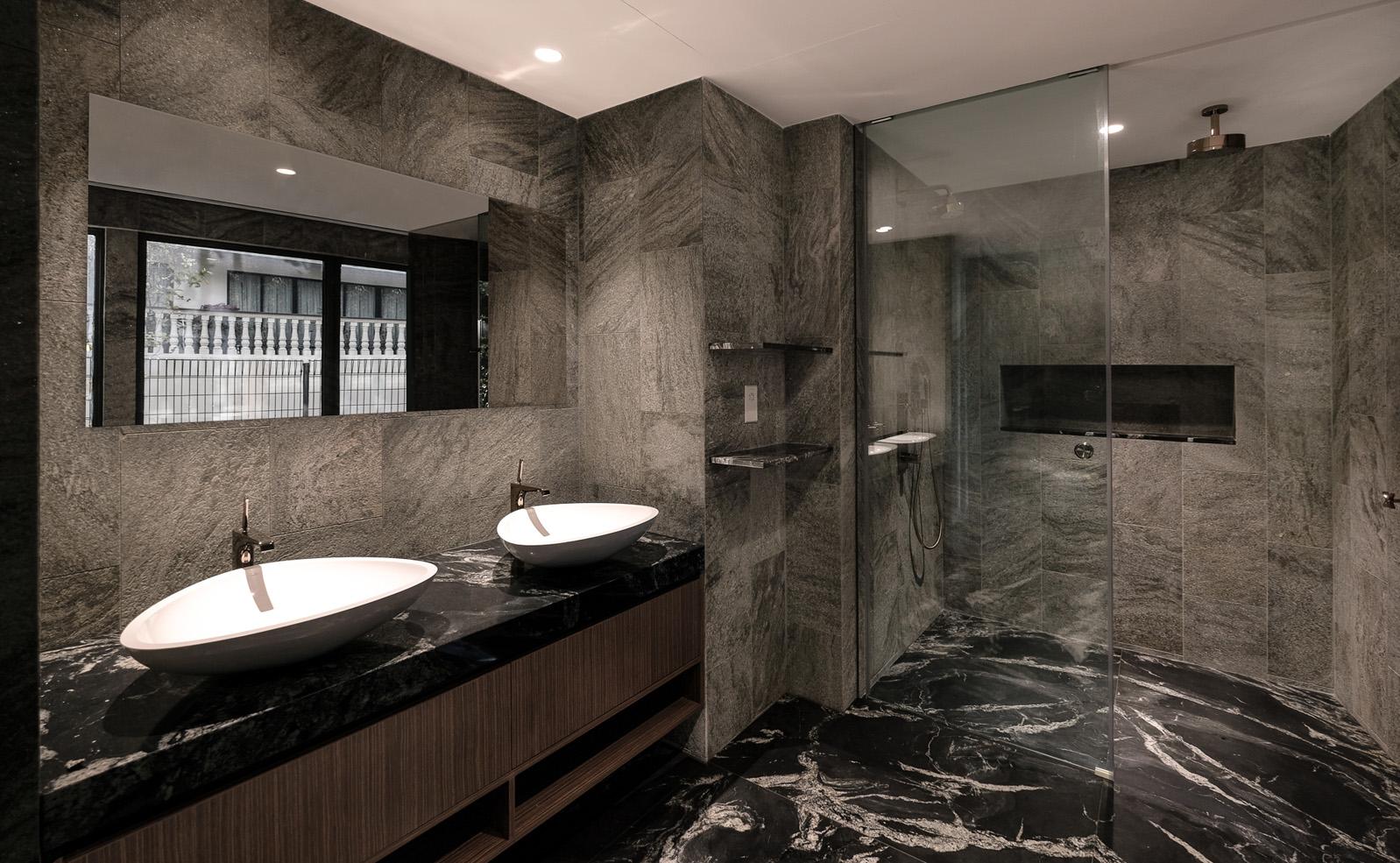170CRW_bathroom1